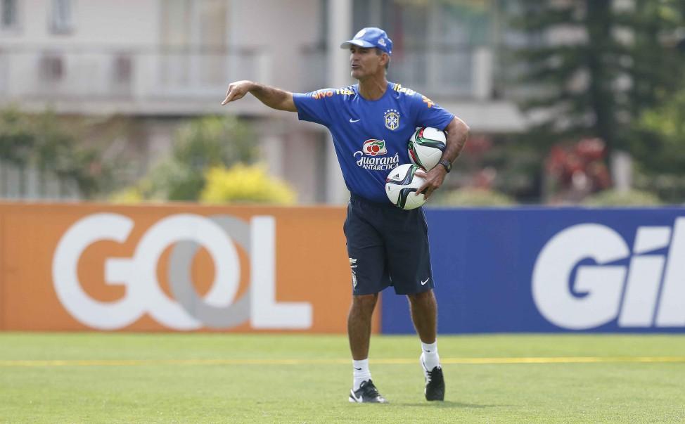O técnico Carlos Amadeu convocou a Seleção Brasileira Sub-17 nesta  segunda-feira (26). A equipe disputará uma competição na Índia no mês de  outubro. 8f8598266a1f1