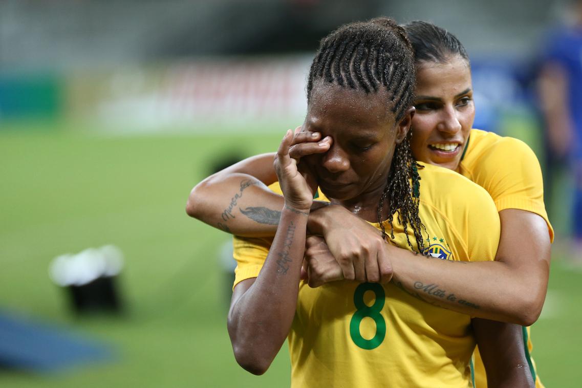 5689de6793 A CBF divulgou nesta quarta-feira em sua página no YouTube o vídeo dos  bastidores da despedida de Formiga da Seleção Brasileira. A jogadora  disputou com a ...