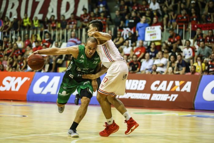 O Gocil Bauru Basket conquistou uma grande vitória no NBB na noite desta  terça-feira (24 01). Atuando no Rio de Janeiro 3d13ad124dc3a