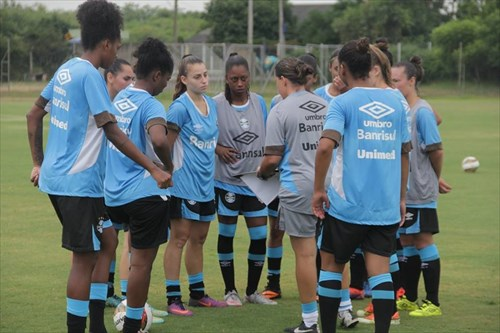 35b927df0e Uma parceria entre Grêmio e Associação Gaúcha de Futebol Feminino (AGFF)  está retomando a modalidade no clube. Com foco inicial do Campeonato  Brasileiro A-1 ...