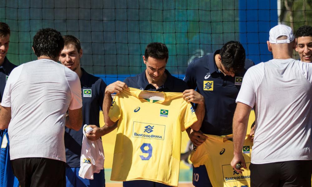 bdbb20db6e2 Novo uniforme da Seleção Brasileira de vôlei de 2017 é lançado no Rio