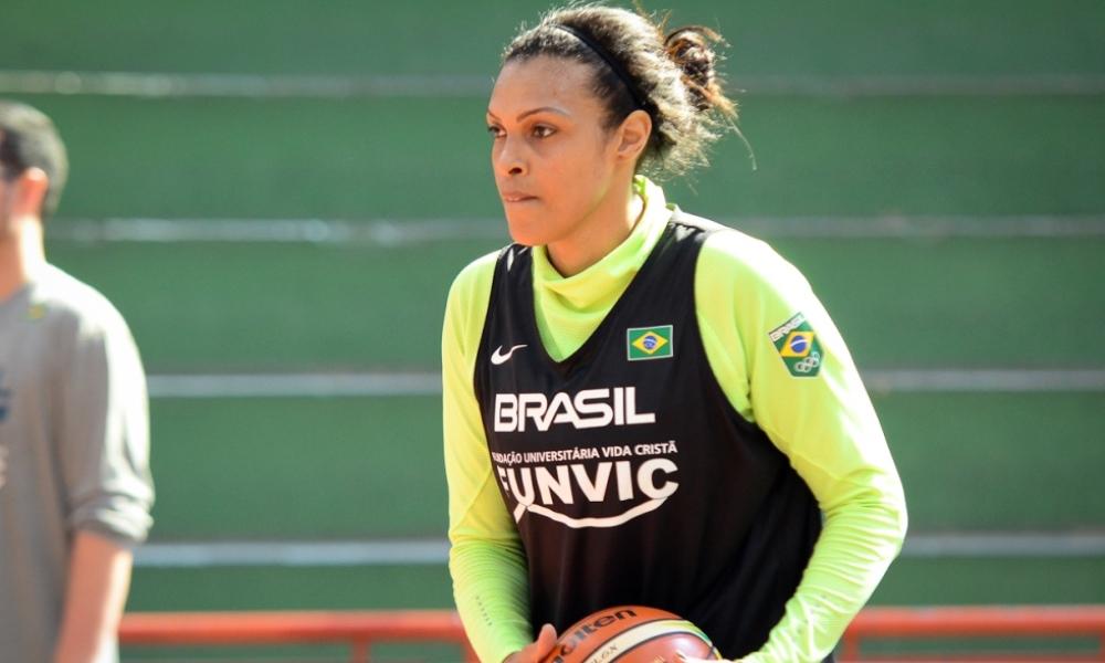 Basquete  Kelly Santos completa 20 anos defendendo a seleção brasileira d53e543be679c