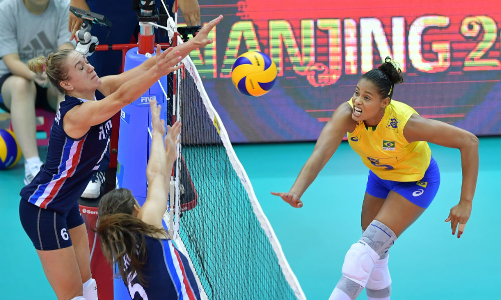 Adenizia ataca Brasil x Holanda