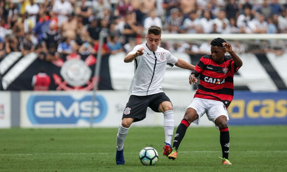 a5d6c51b885e2 Corinthians x Vitória foi o duelo da tarde pela Copa do Brasil Sub – 17. O jogo  foi aberto mas acabou com empate de 0x0 no placar.