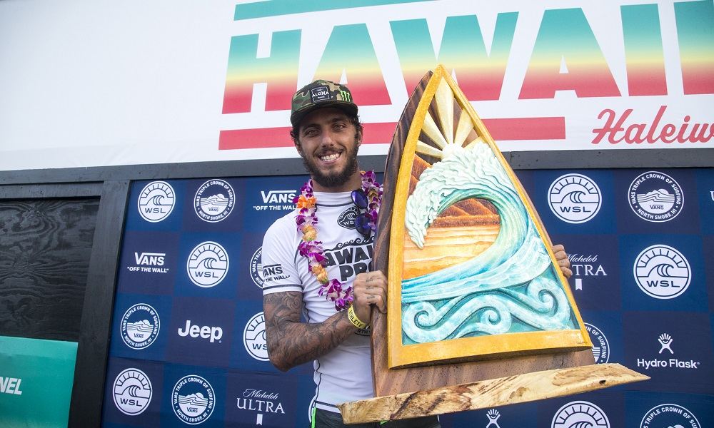 Filipe Toledo supera Griffin Colapinto e vence o Hawaiian Pro
