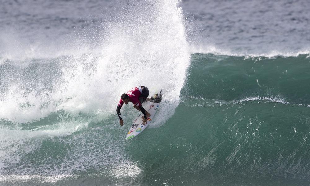 Mineirinho estreia batendo recordes no Hawaiian Pro