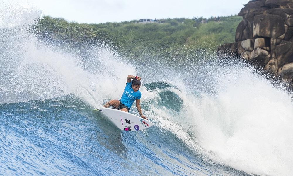 Silvana Lima estreia batendo Sally Fitzgibbons em Maui