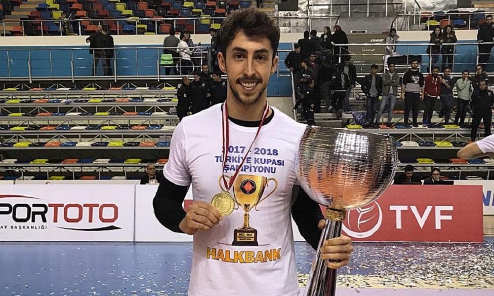 Brasileiro Lucas Lóh é campeão com o Halkbank na Turquia