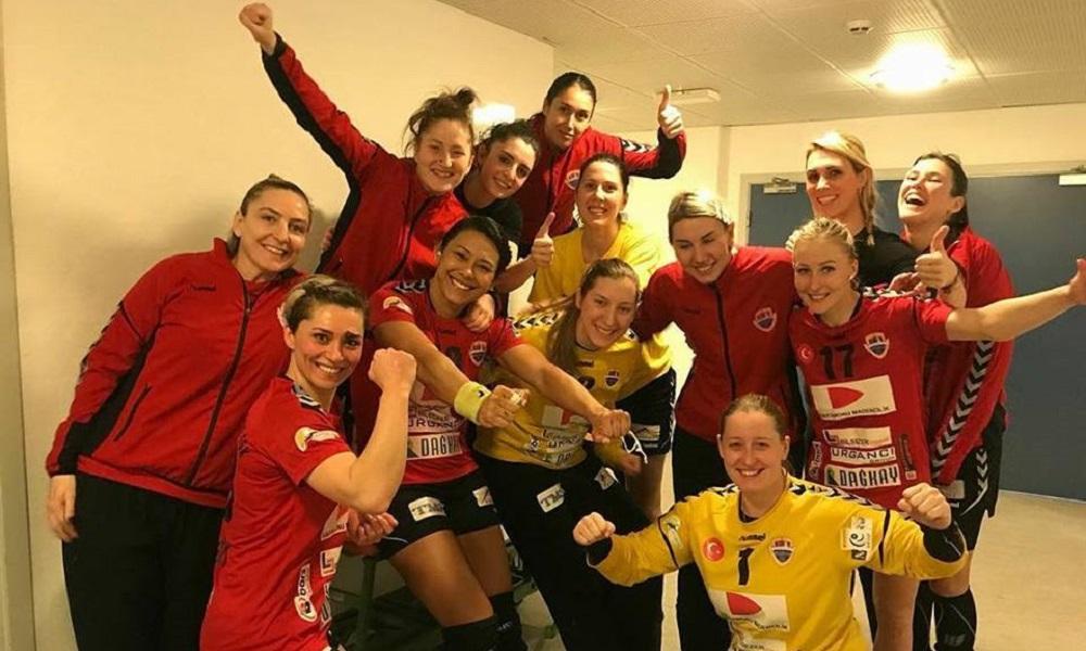 Time de Elaine Gomes estreia com vitória na EHF Cup