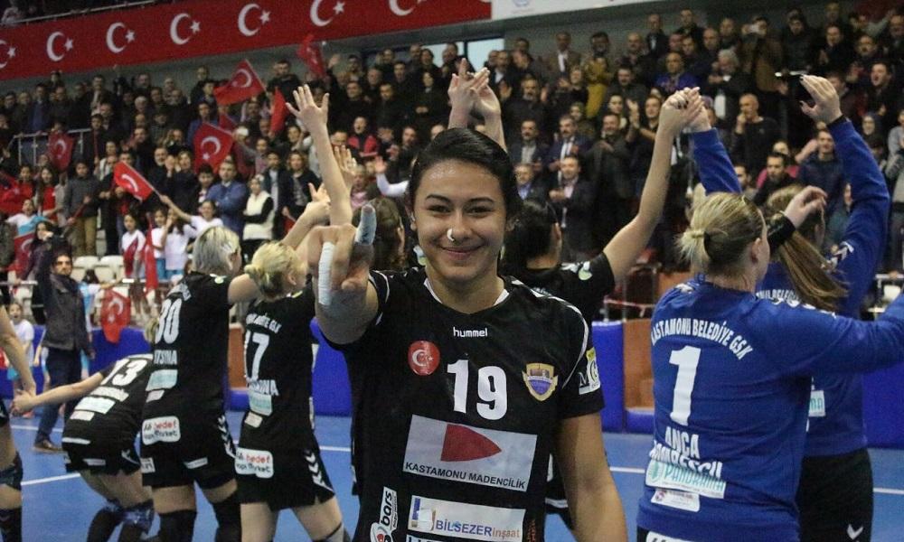 Time de Elaine Gomes se classifica na EHF Cup com melhor campanha