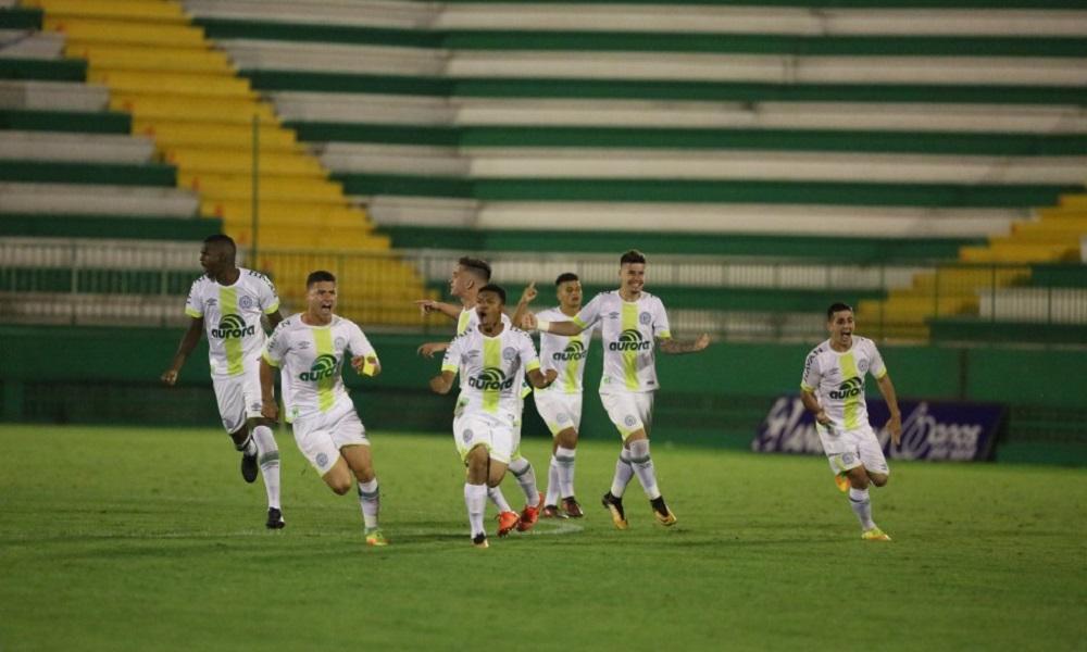Chapecoense supera o Londrina nos pênaltis na Copa do Brasil
