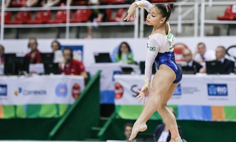 Flávia Saraiva conquista medalha de prata no solo na Itália