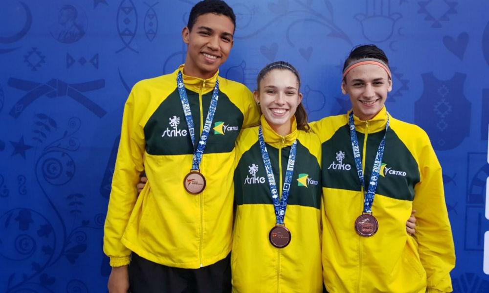Com três medalhas de bronze e uma vaga na Olimpíada da Juventude 483cc526678a9