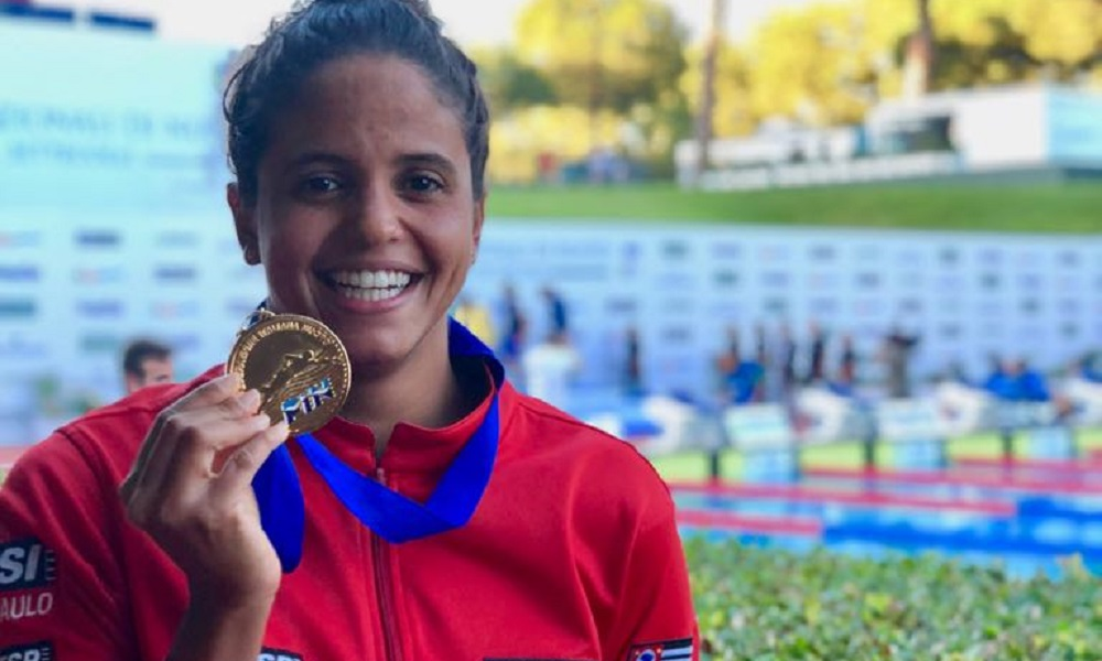 Etiene Medeiros conquista o ouro nos 50m costas em Settecolli
