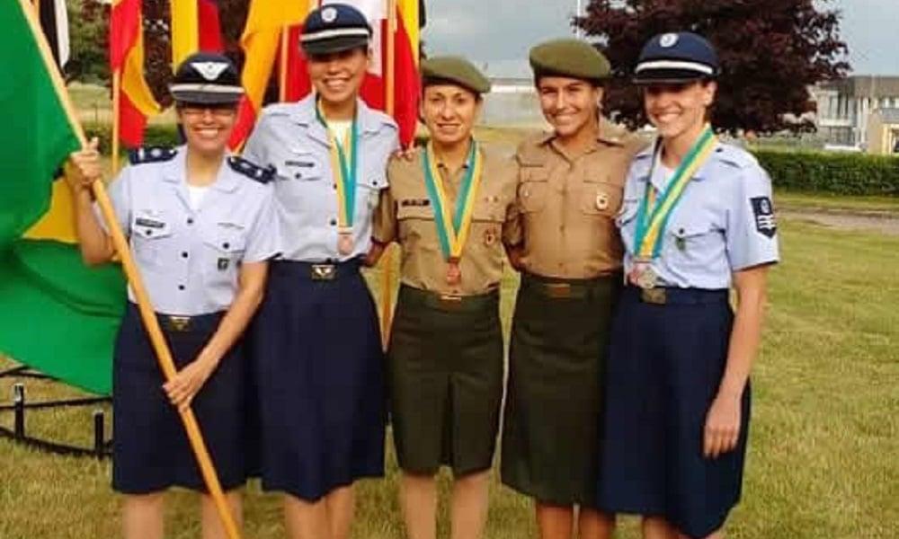 Vittória Lopes conquista prata no Mundial Militar de Triatlo
