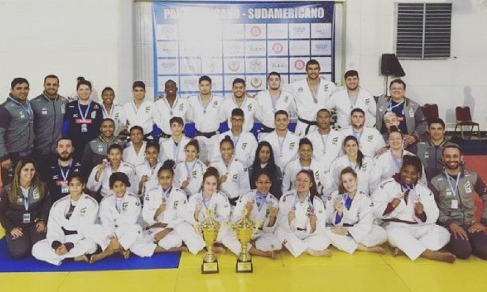 Base do judô conquista 56 medalhas em disputas continentais