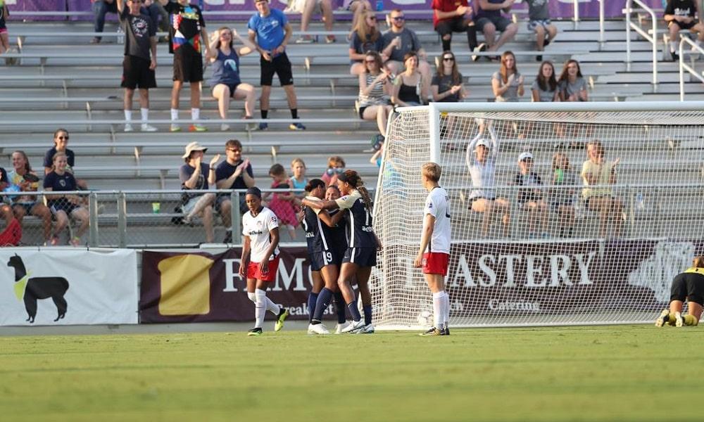 Debinha marca e North Carolina Courage vence mais uma na NWSL