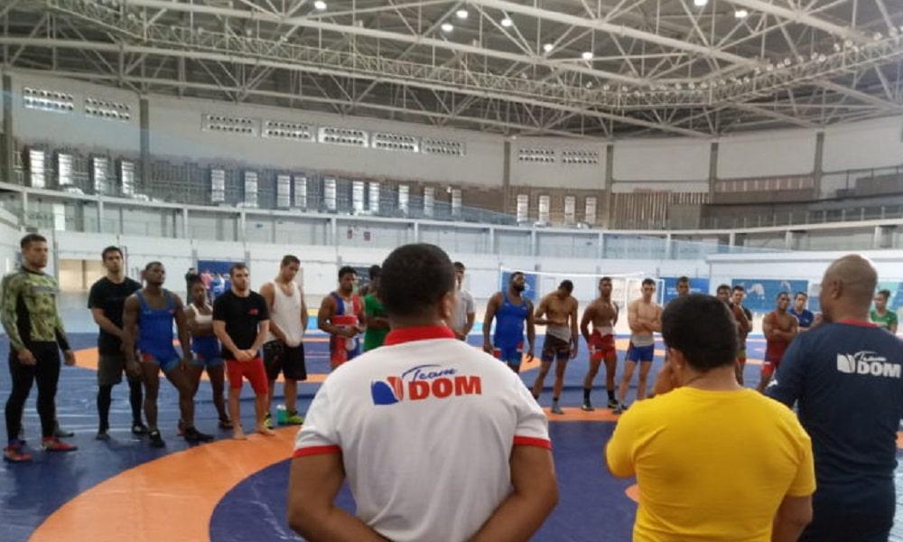 Atletas do wrestling concluem intercâmbio no Rio de Janeiro