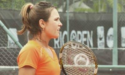 Gabriela Cé vence e vai às quartas de final na Itália
