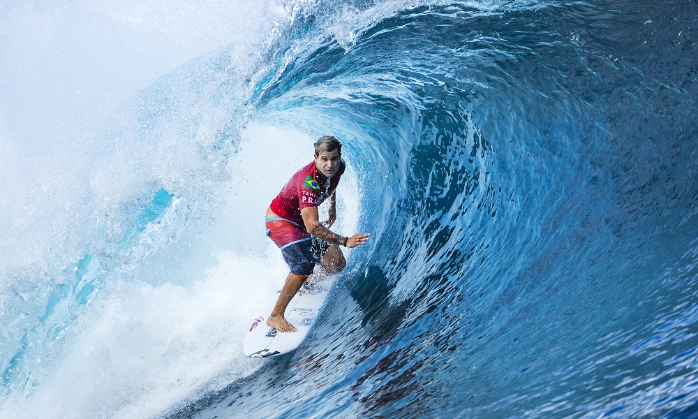 Ítalo Ferreira surfe