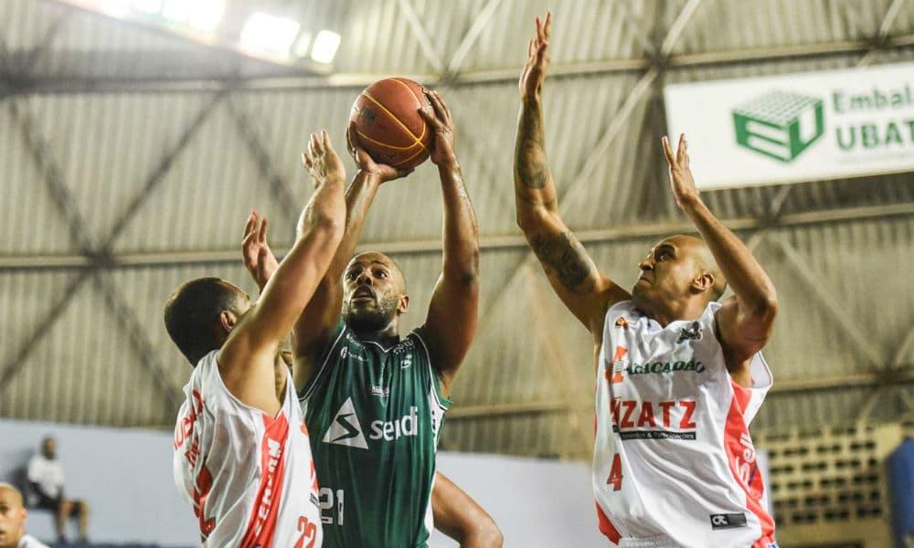 2448257589 Bauru vence fora e volta para a ponta do Paulista masculino de basquete