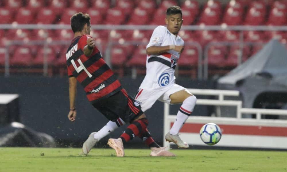 Flamengo vence São Paulo e81a182b43976