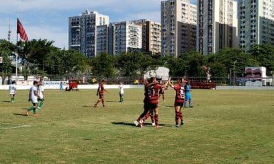 Flamengo goleia Portuguesa e avança à final do Carioca
