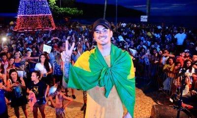Gabriel Medina é recebido por multidão em Maresias