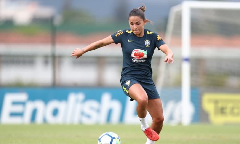 A primeira atividade com bola da Seleção feminina aconteceu nesta  quarta-feira (17). Depois de três dias de avaliações 1b4bb317614fd