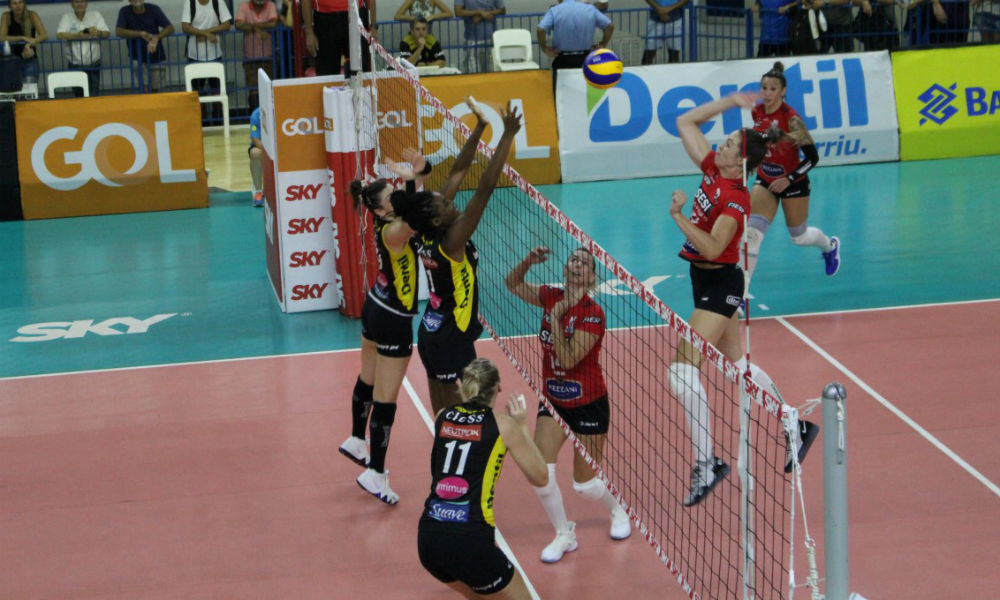 Praia Clube supera Sesi Bauru e volta a vencer na Superliga feminina 2fab8ac2001f7