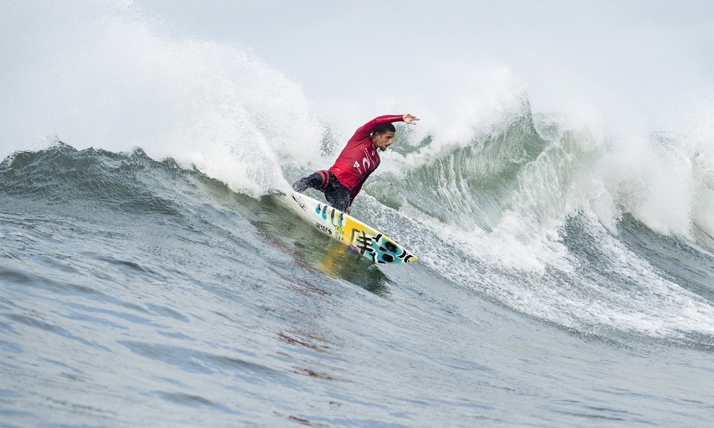Filipe Toledo surfando em Bells Beach