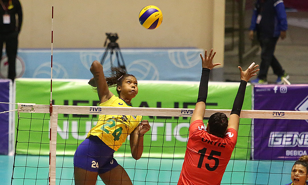 Brasil e Peru no Sul-Americano de vôlei feminino