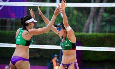 Agatha e Duda comemorarm World tour finals volei de praia