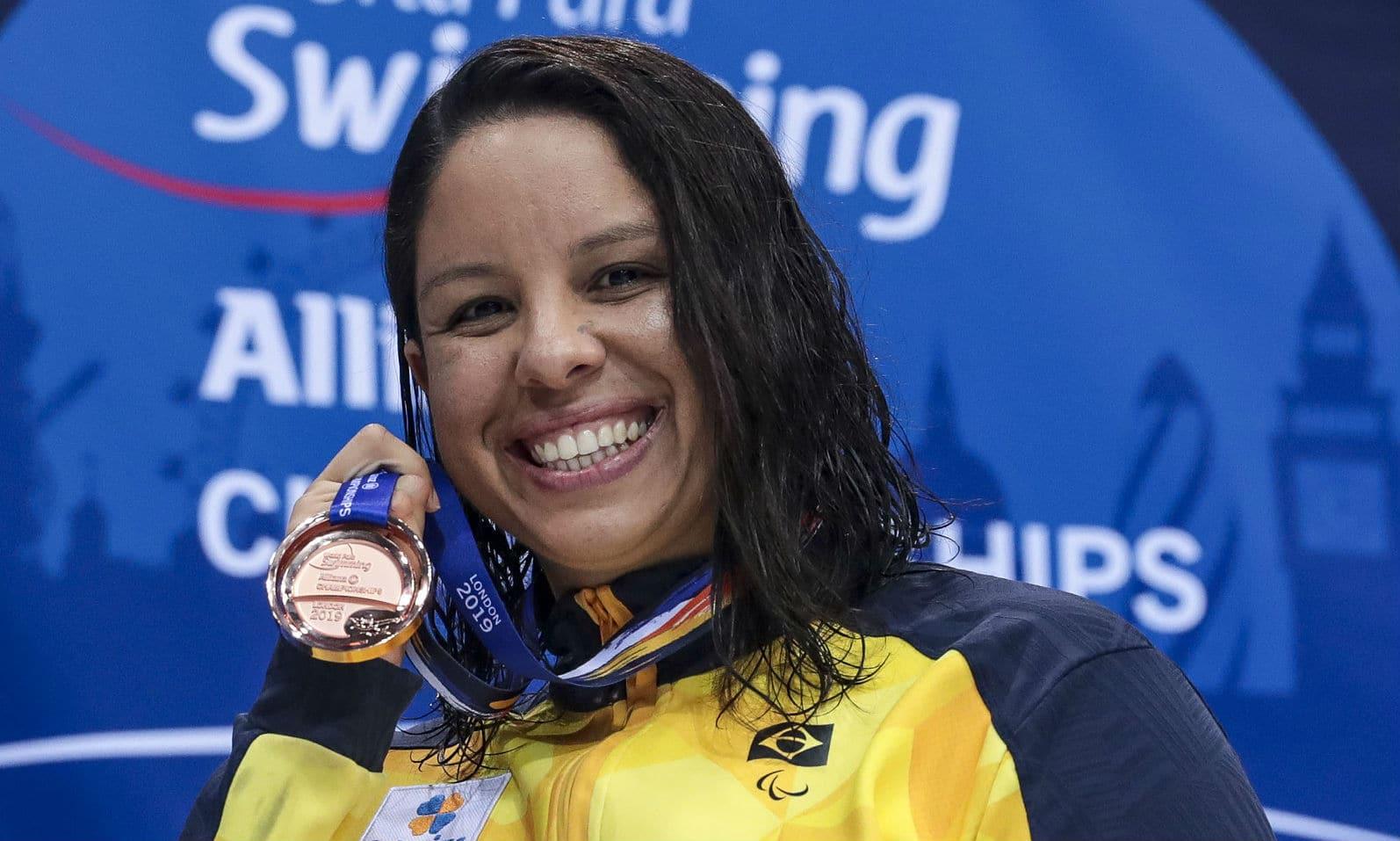 nadadora Edênia Garcia monta CT durante quarentena - coronavírus