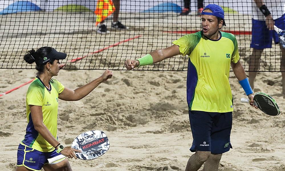 Vinícius Font e Joana Cortez na disputa da medalha de bronze das duplas mistas do beach tennis nos Jogos Mundiais de praia