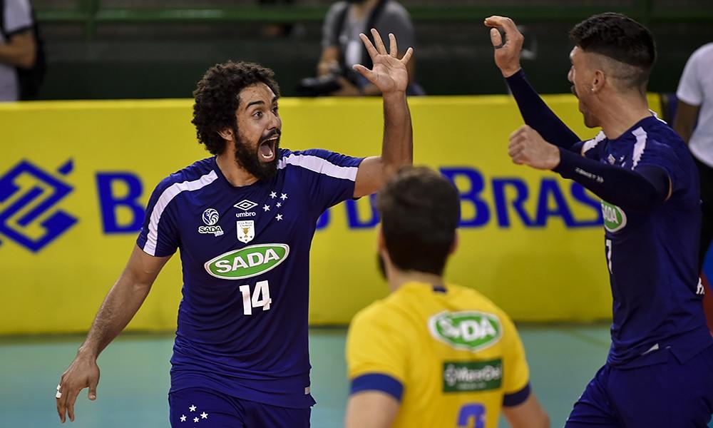 Cachopa e Facundo, do Sada Cruzeiro, na Superliga masculina de vôlei