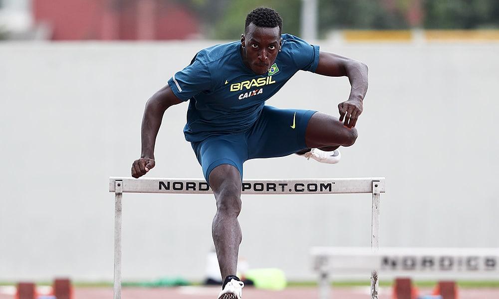 Gabriel Constantino, do atletismo nos 100m com barreiras