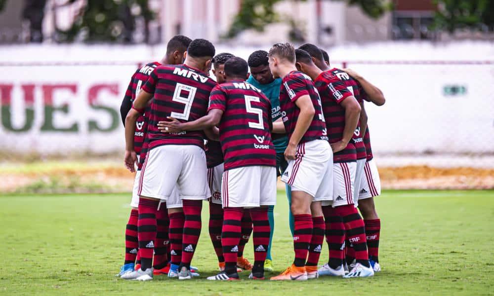 Flamengo bate atual campeão na estreia da Libertadores