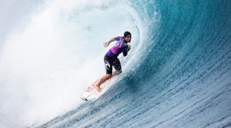 Paris-2024 Gabriel Medina surfe Taiti