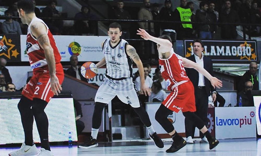 Dimitri Sousa, do Juvecaserta, no Italiano de basquete