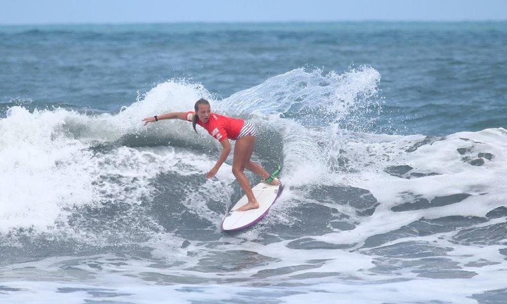 Naire Marquez, surfe feminino