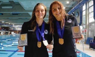 Thatiana Pregolini e Diana Abla, do Pinheiros, na Liga de Polo Aquático feminino