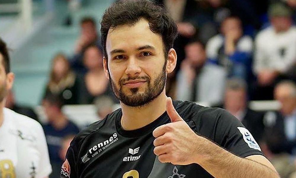 Thiaguinho, do Rennes, no campeonato francês de vôlei na França