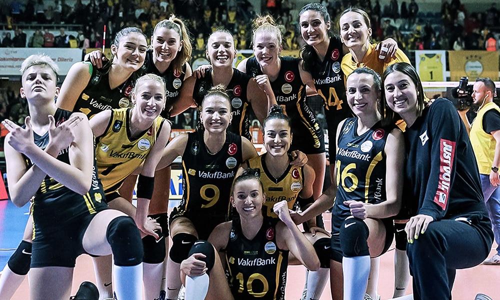 Vakifbank, de Gabi, vence o Eczabasi, de Natália, no Campeonato Turco de vôlei feminino
