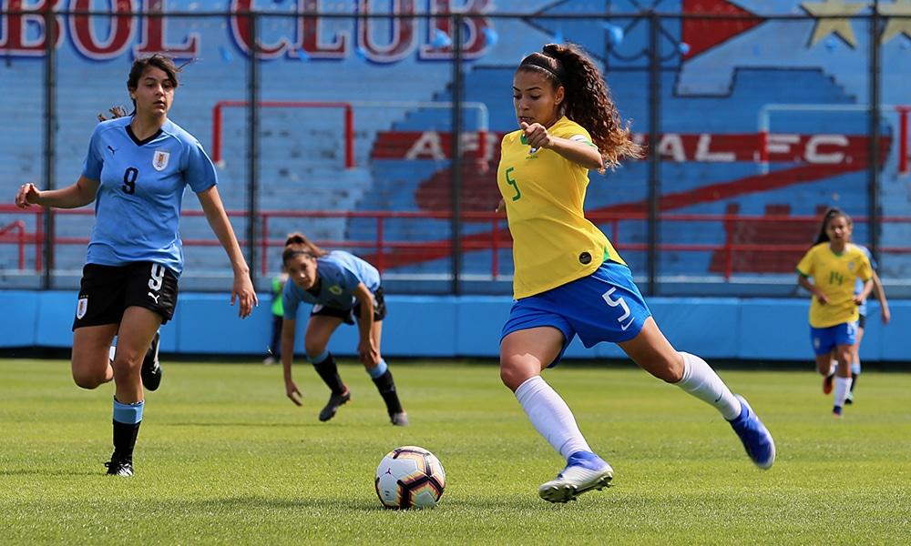 Angelina, da seleção brasileira de futebol feminino, é nova contratação do Palmeiras