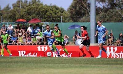 Camilinha, do Canberra, contra o Melbourne City no campeonato australiano