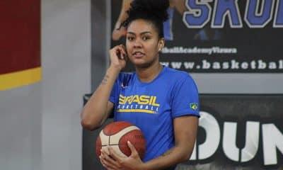 Damiris com a seleção de basquete feminino que vai disputar o Pré-Olímpico Mundial
