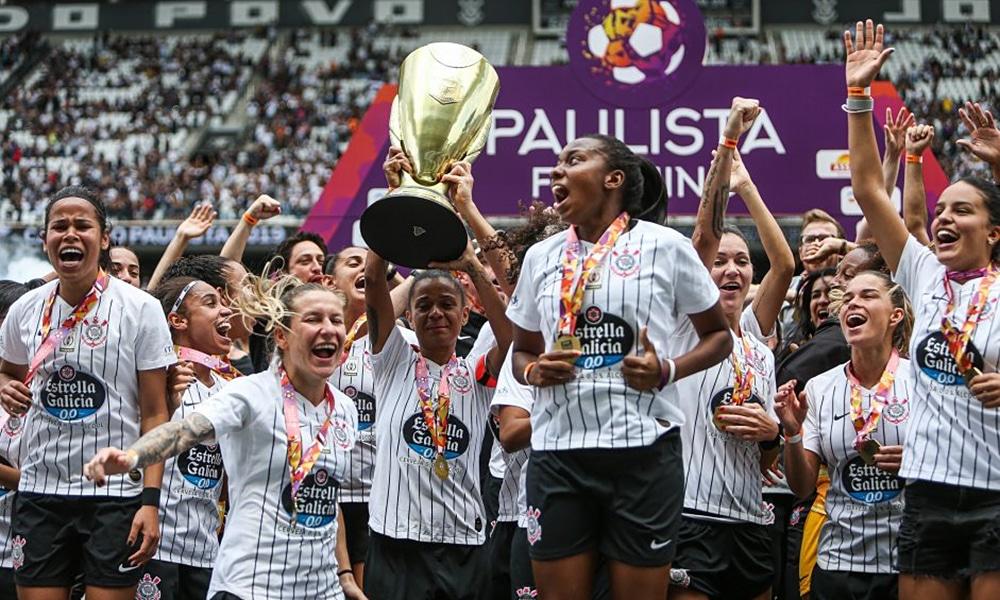 Elenco de futebol feminino do Corinthians campeão paulista 2019 vaquinha