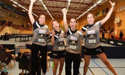 Jessica Yamada (segunda da esquerda para a direita) e suas companheiras no BTK Storfors. Crédito: Divulgação.