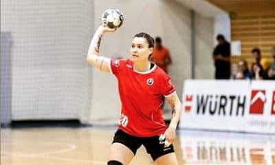 Larissa Araújo, do Cluj Napoca, no campeonato romeno de handebol